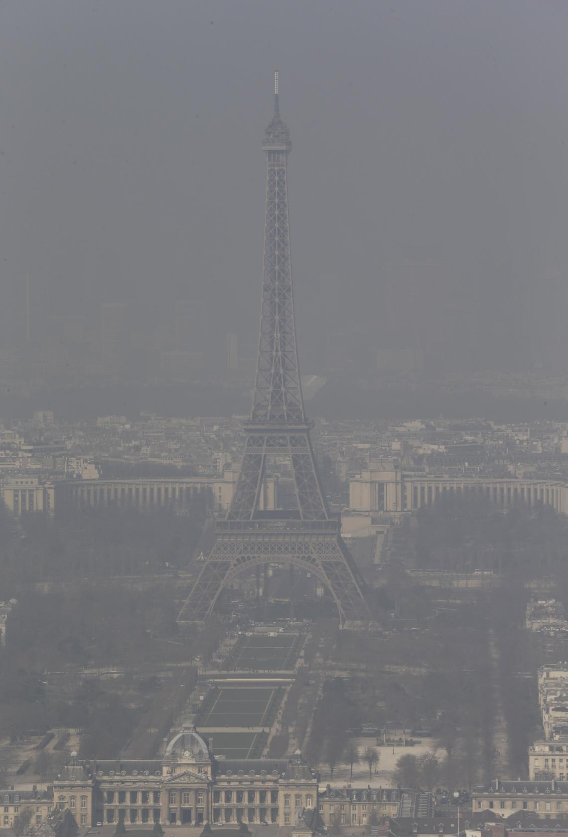 paris provides free public transport amid smog hoping to keep cars home south china morning post. Black Bedroom Furniture Sets. Home Design Ideas