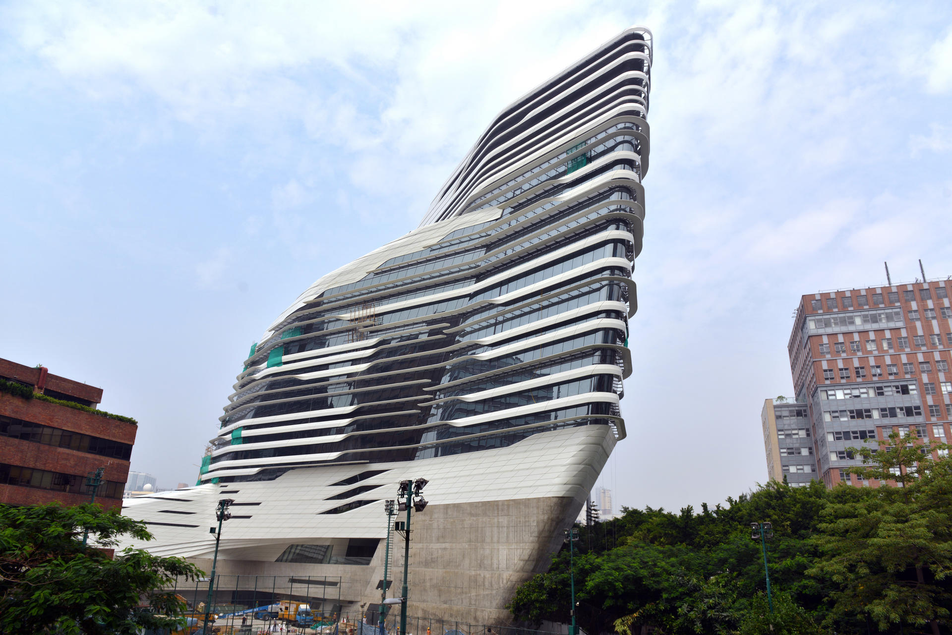 Architect zaha hadid 39 s distinctive style a hit in china for The architect