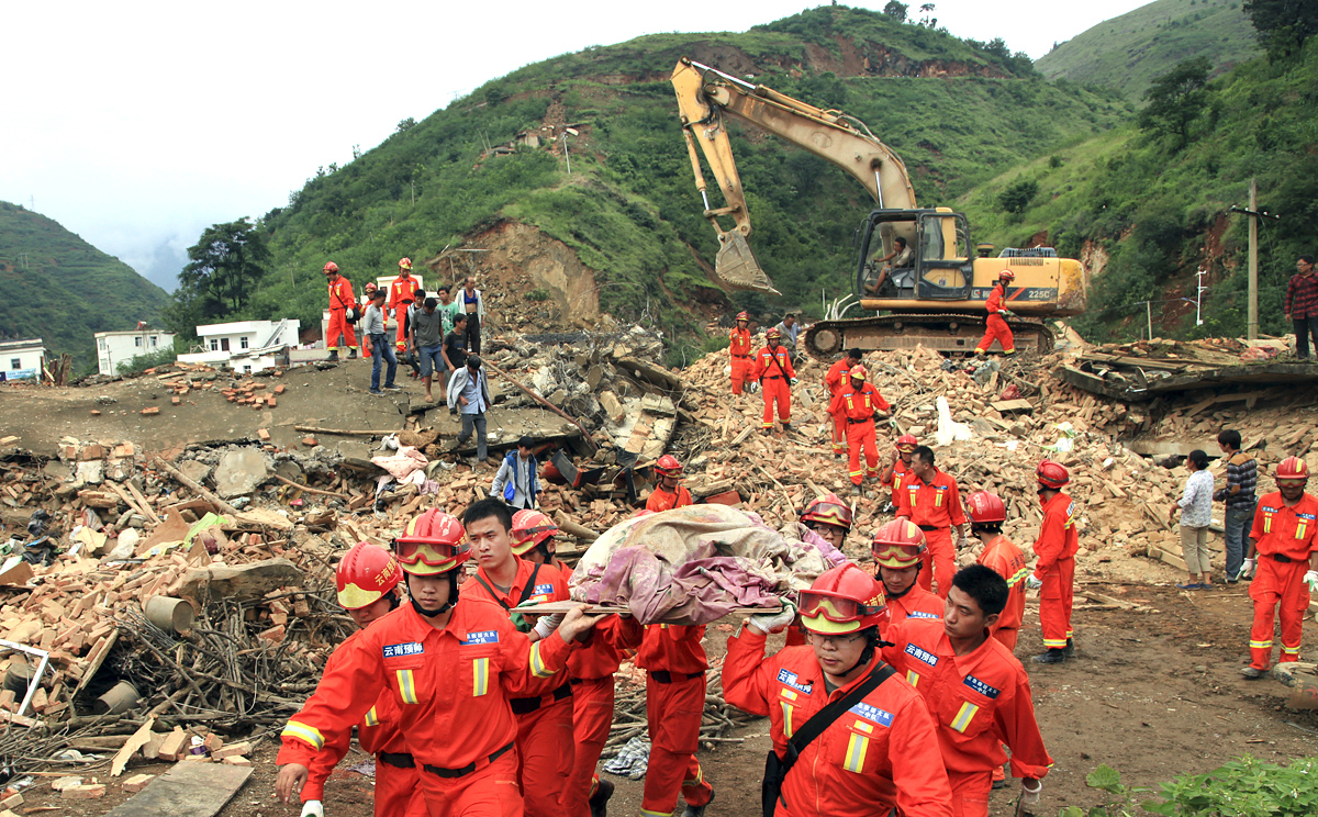 List of major power stations in yunnan - Rescue Workers Remove A Dead Body From The Remains Of A Collapsed Building At The Epicenter Of Sunday S Earthquake Photo Ap