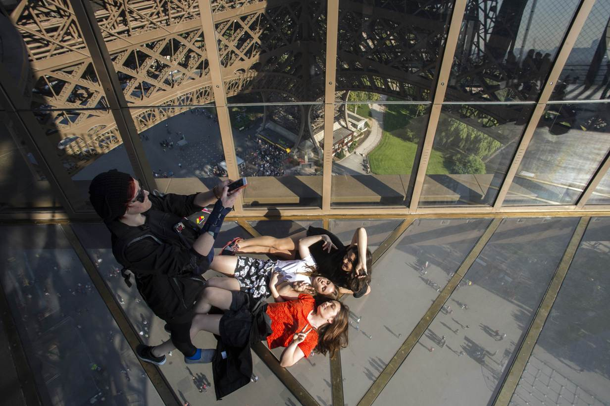 Eiffel tower 39 s see through floor to give visitors new for Give the floor