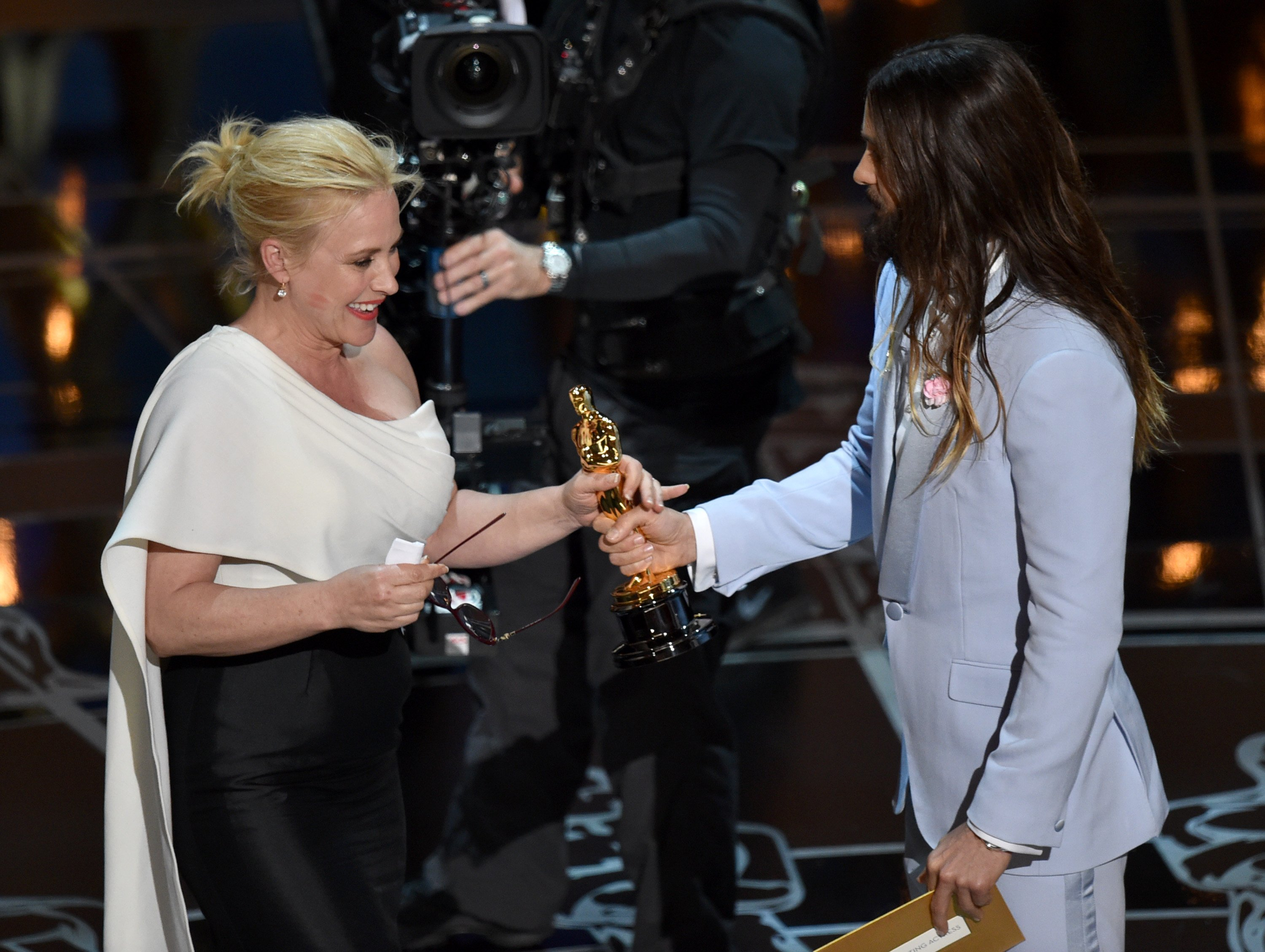red ne moore and birdman scoop oscars as hollywood honours patricia arquette accepts her oscar for best actress in a supporting role from jared leto photo ap