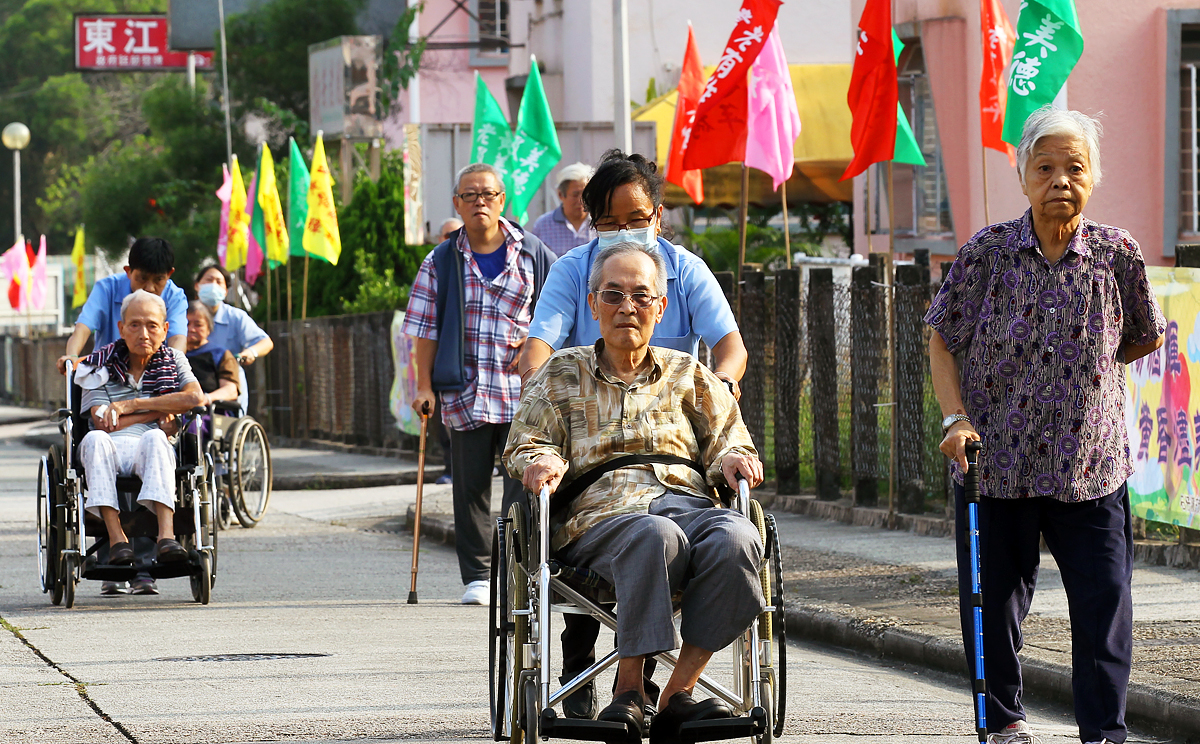 the aging population in hong kong The aging trend in hong kong's population continued during the past 10 years, with the median age rising from 34 in 1996 to 39 in 2006, according to the 2006 population by-census results.