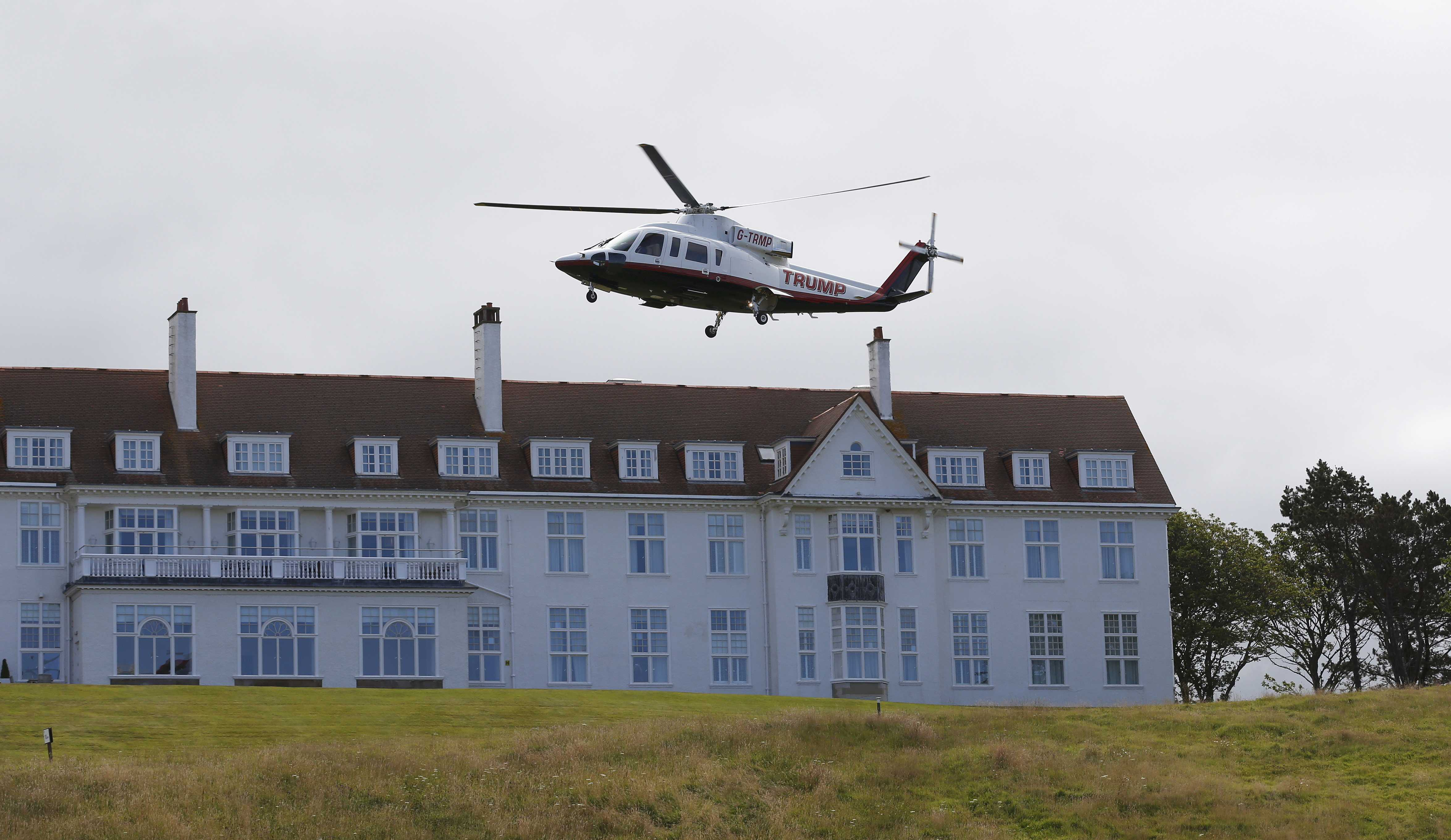581e9476d36 Donald Trump overshadows Women s British Open as he makes first round a  political campaign stop