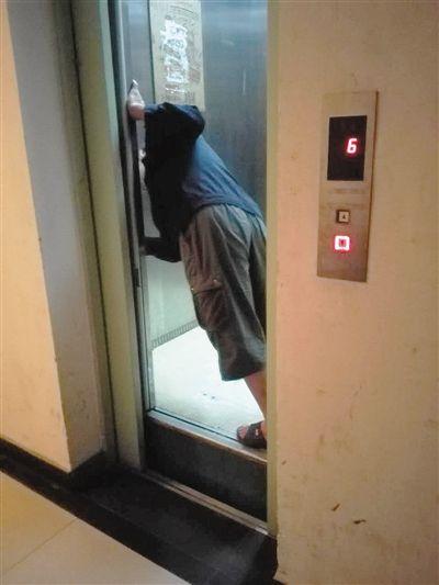 Beijing Elevator Falls Seven Floors Leaving Two People