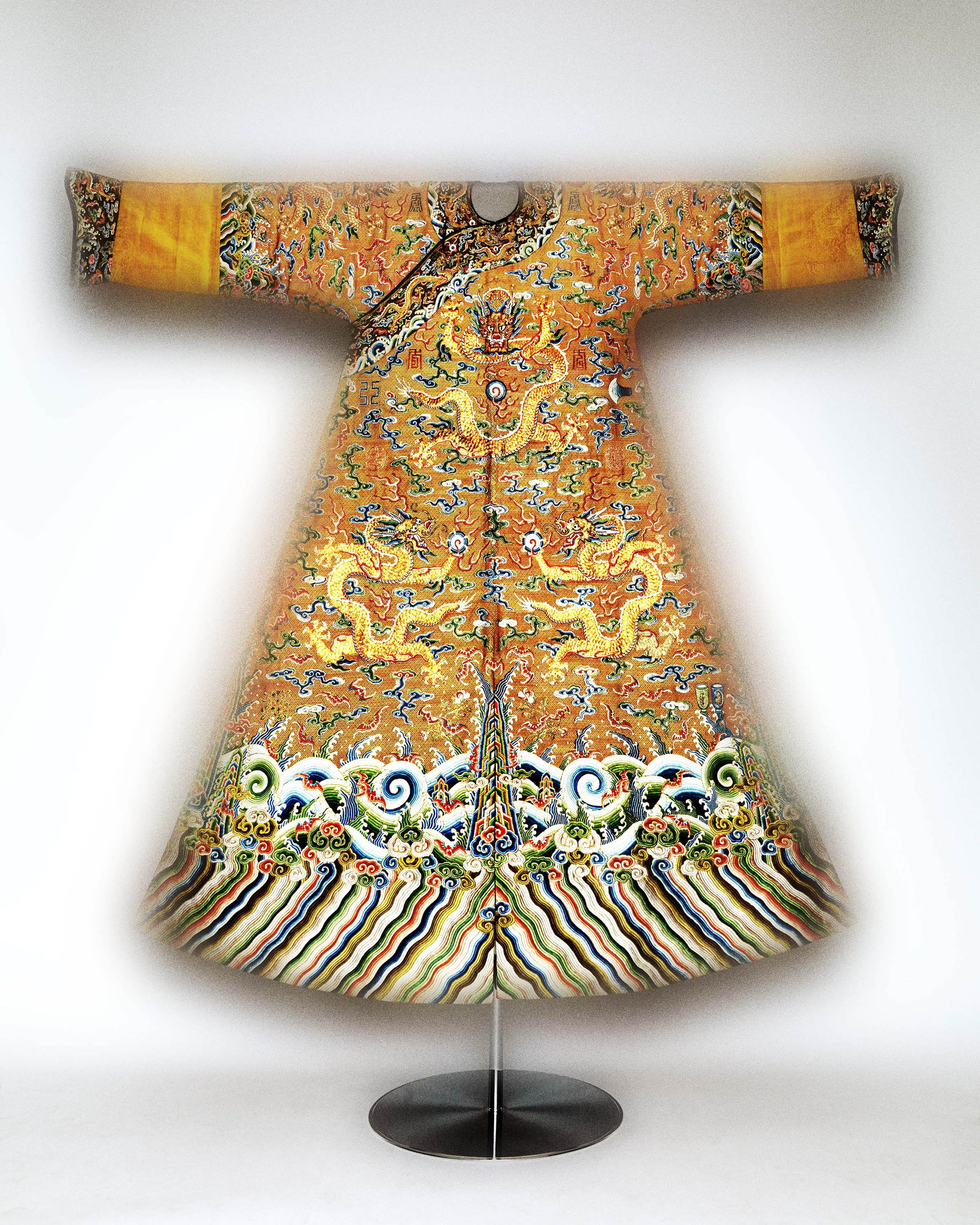 Chinese exhibition at new yorks metropolitan museum attracts it juxtaposed reviewsmspy