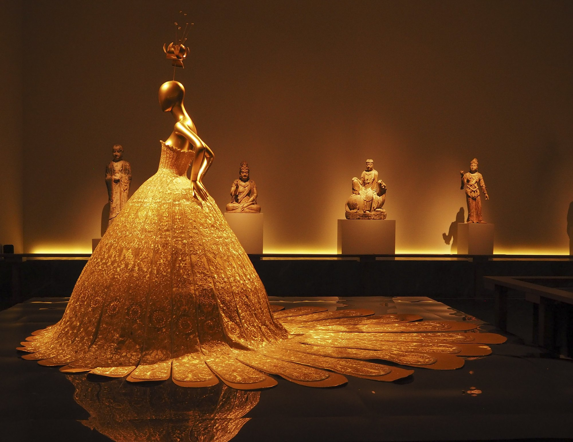 Chinese exhibition at new york s metropolitan museum for Nyu tisch fashion design