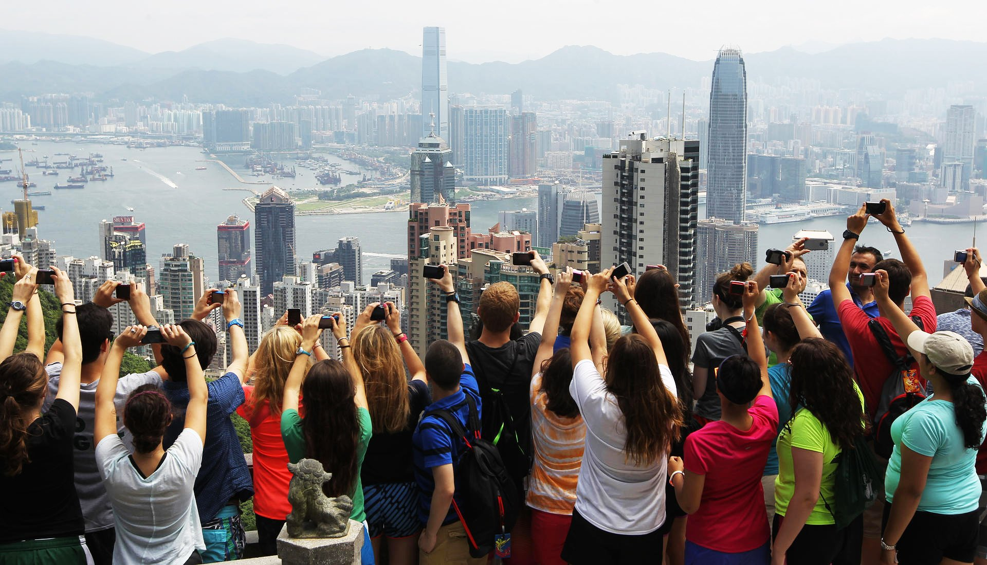 hk-tourist-a.jpg