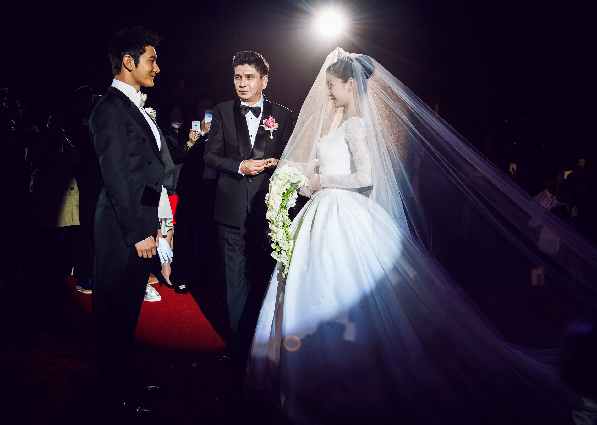 Chinese screen stars Huang Xiaoming and Angelababy wed before 2,000