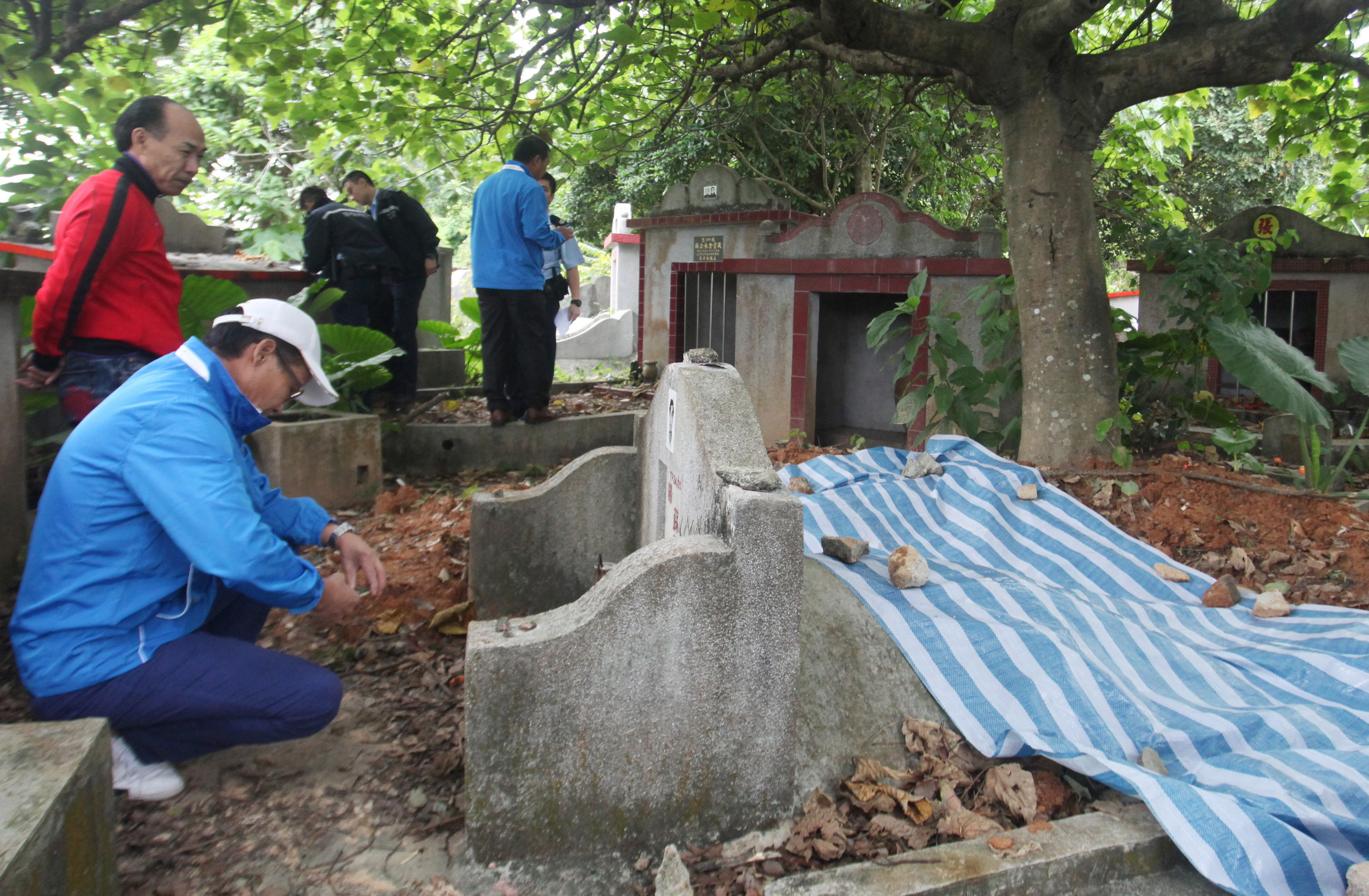 tomb raiders in tai po hong kong police investigate theft of