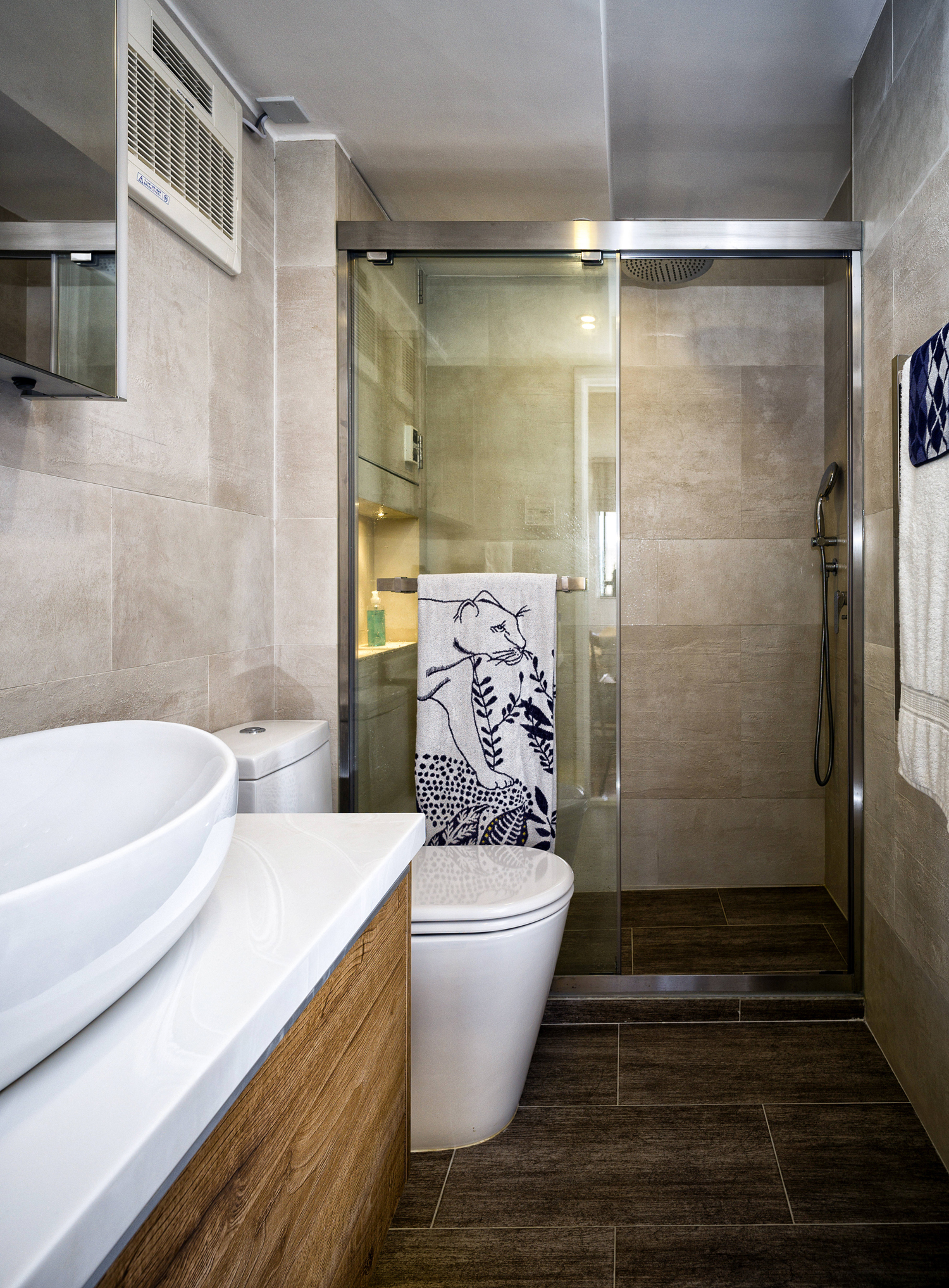 Hong kong empty nesters create a minimalist space for two for Empty master bathroom