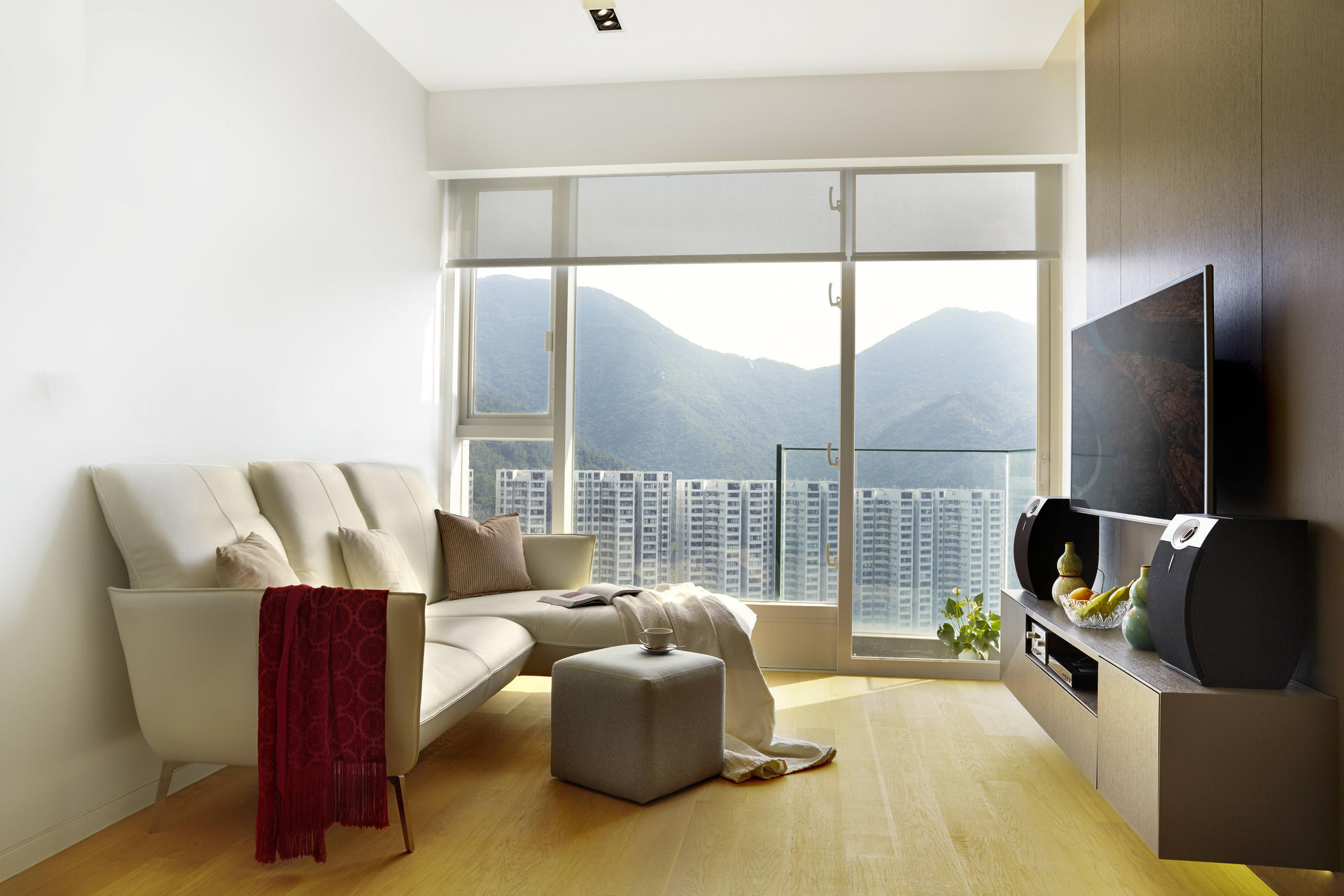 Minimalist chic a hong kong apartment shows how it 39 s done for Apartment design hk