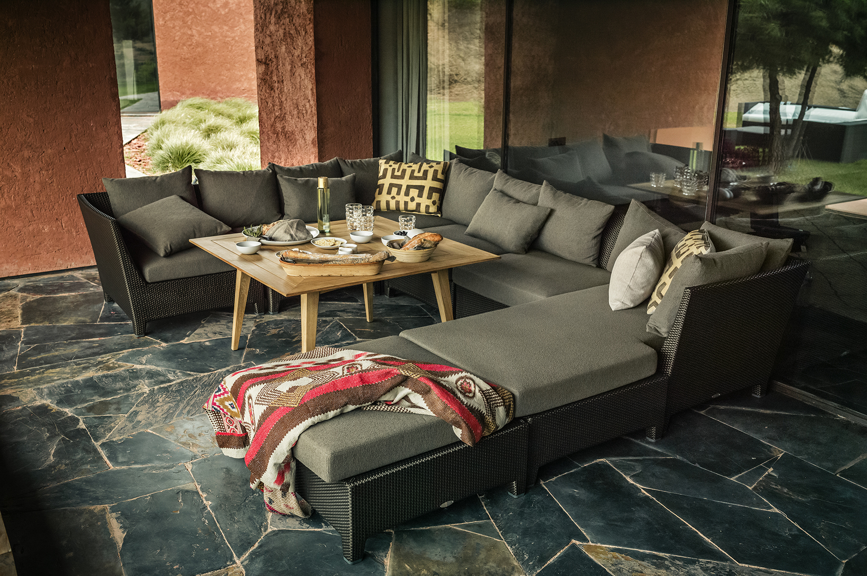 Outdoor furniture in hong kong uses space in elegant and for Outdoor furniture hong kong