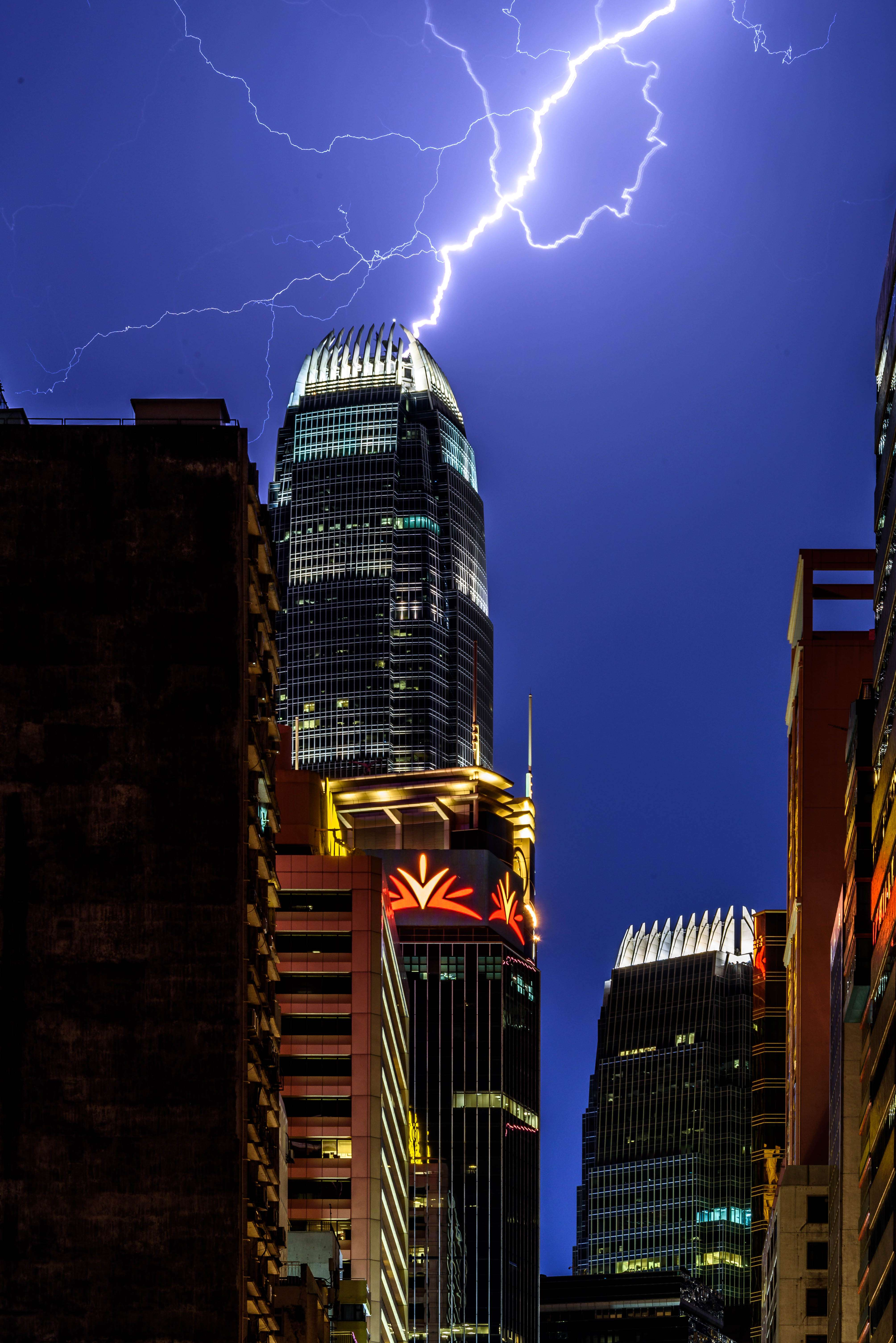 10000 Flashes Of Lightning Hong Kong Marvels At The Might Of An