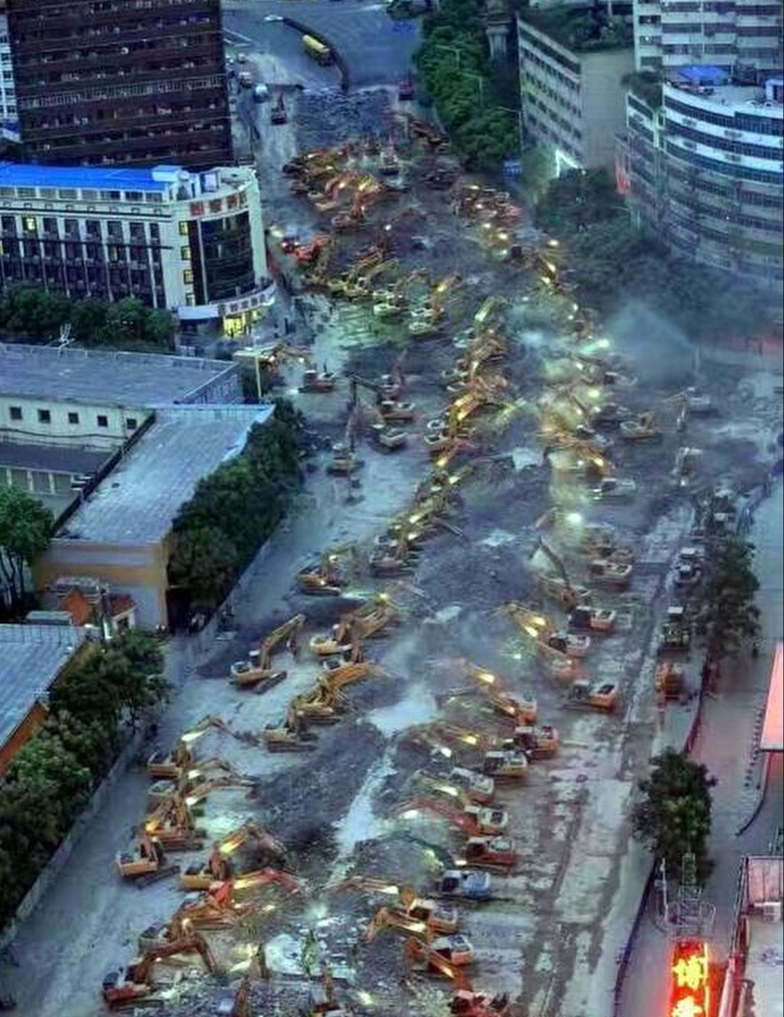 116 excavadoras derriban un viaducto en China en una noche 116 bulldozers demolish a viaduct in China in one night