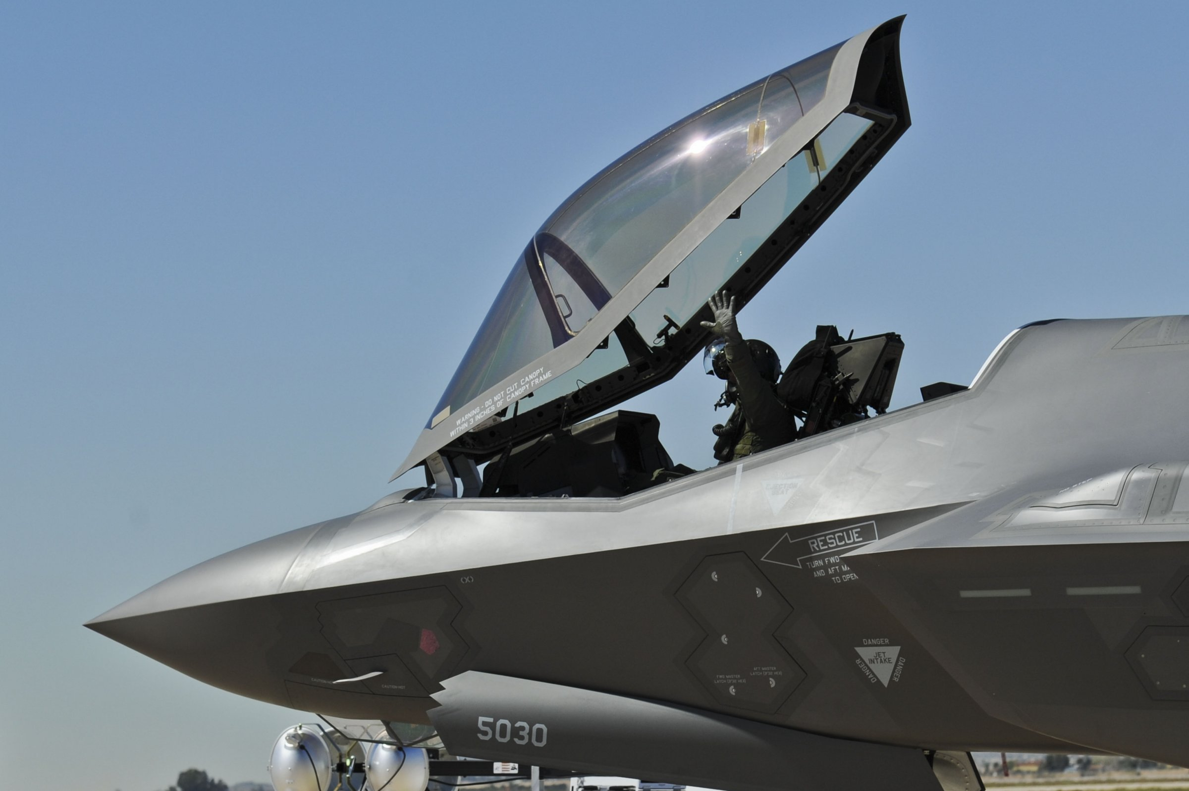 How China's stealthy new J-20 fighter jet compares to the