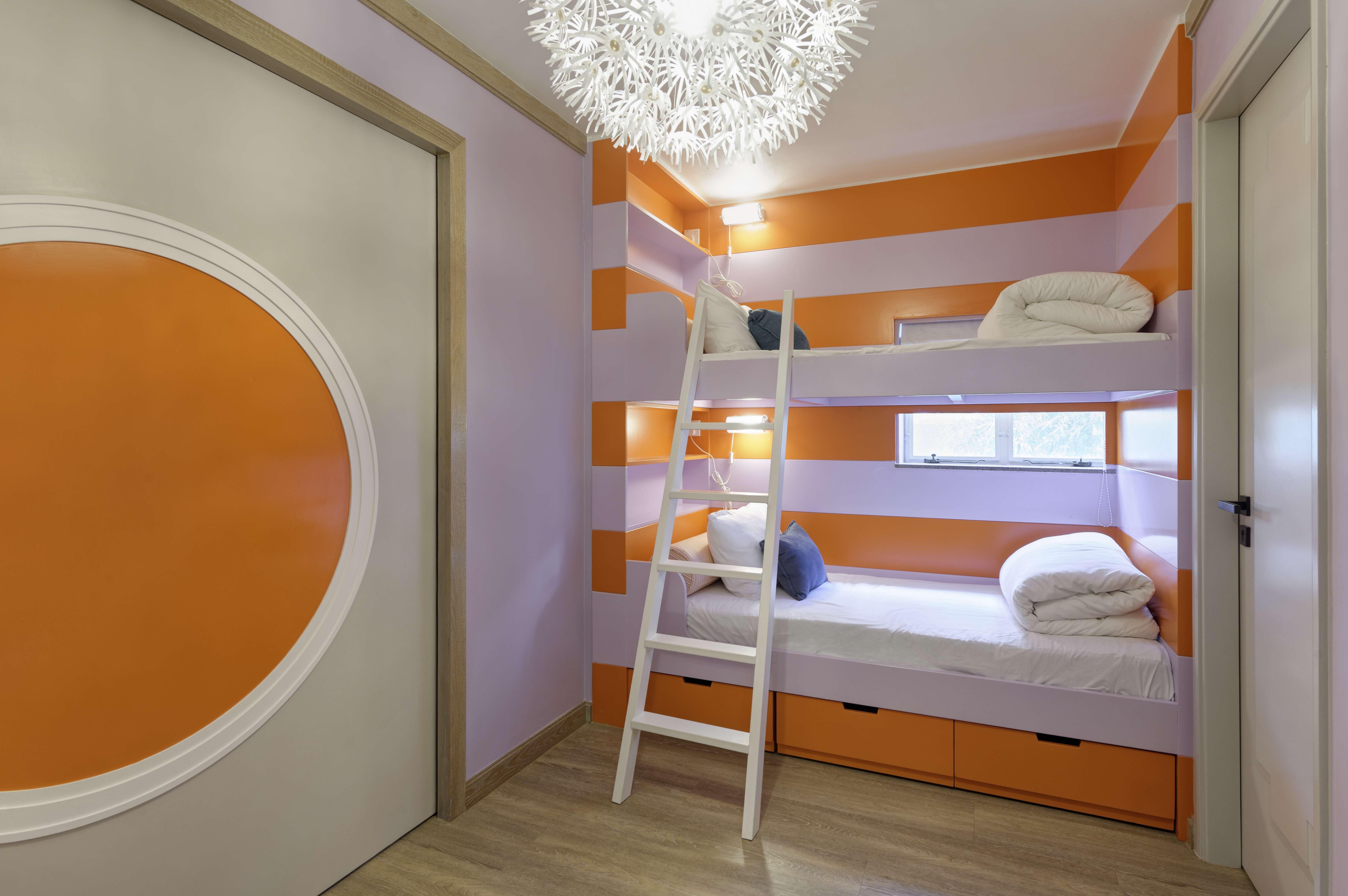 Bold colours make hong kong holiday home memorable post for Hanging bed construction