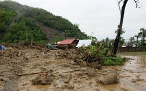 A house is buried in a mudslide brought on by heavy rains from tropical storm Jangmi, locally called Seniang, in Tanuan town, Samar province. Photo: Reuters