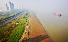 A polluted stretch of the Yangtze River in Jiangxi. Photo: Xinhua