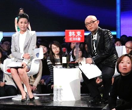 China to tighten controls on news commentary TV show hosts