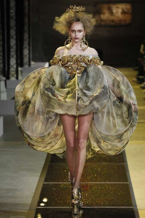 10 looks to love from paris haute couture week spring for Haute renaissance