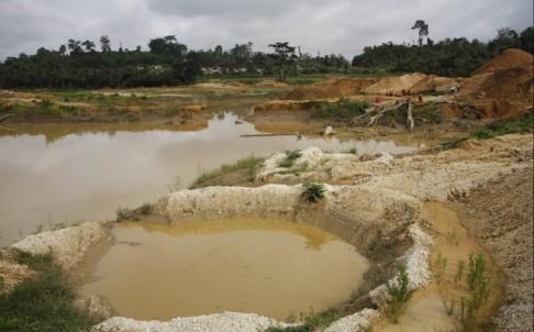 ghana-china-mining-gold-arrest_ste03_36558323.jpg