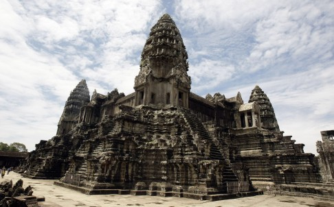 Cambodia Police Nab US Sisters Over Angkor Nude Photo