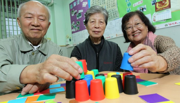 Toys For Adults With Dementia : Operation santa helps dementia patients play for time via