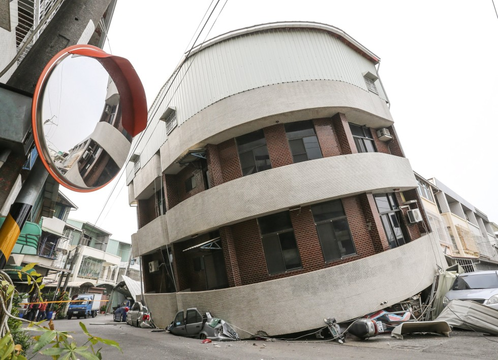 Building collapse during deadly Taiwan earthquake linked ...